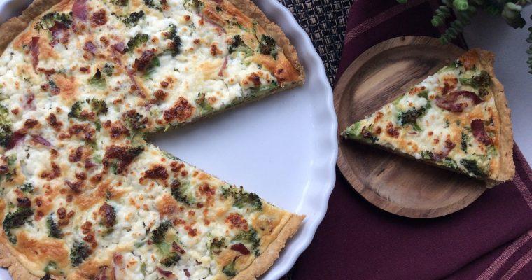 Glutenfri tærte m/ kalkunbacon, hytteost og broccoli