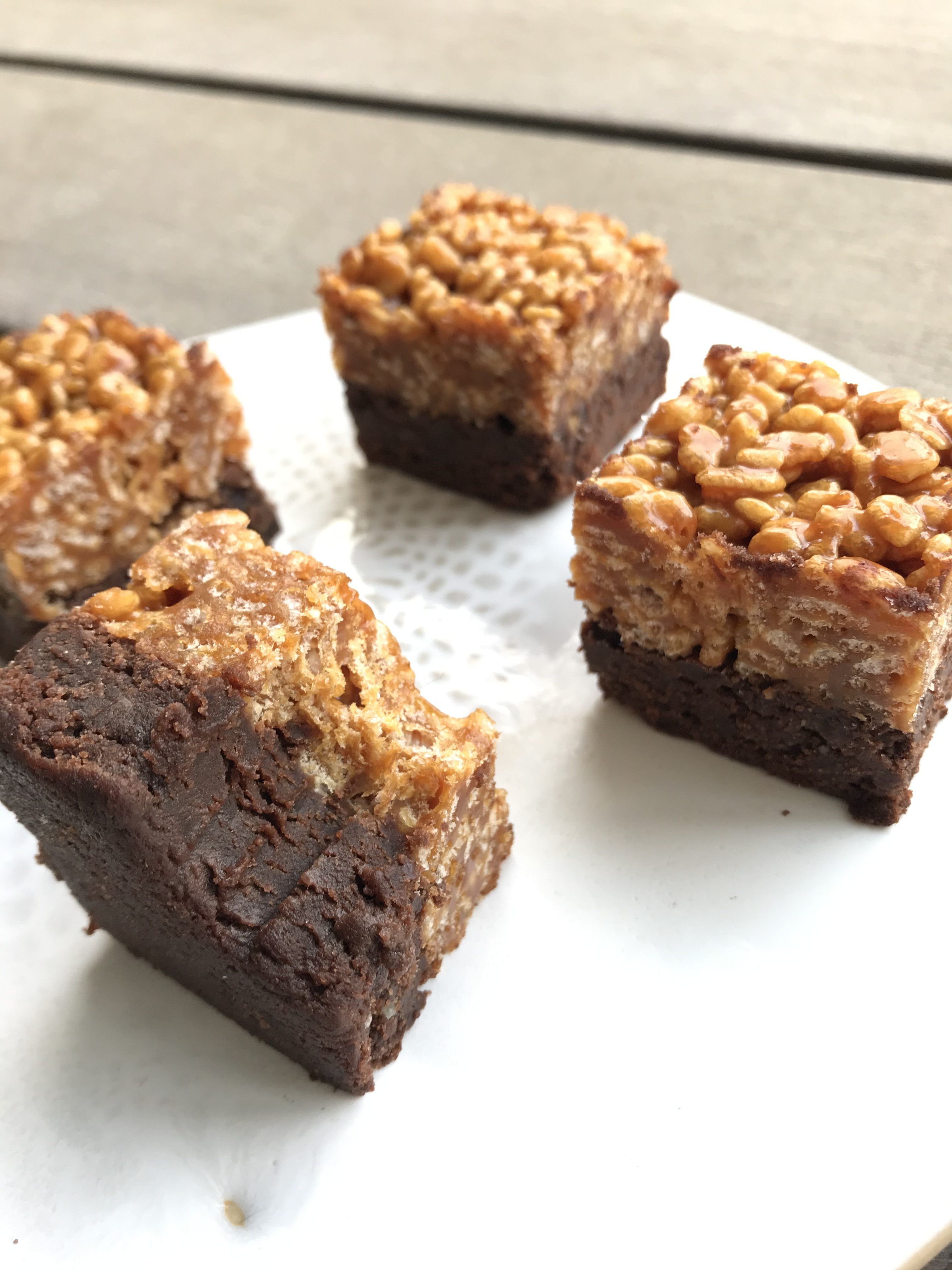 Choko knas – glutenfri brownie med knasende karamel top