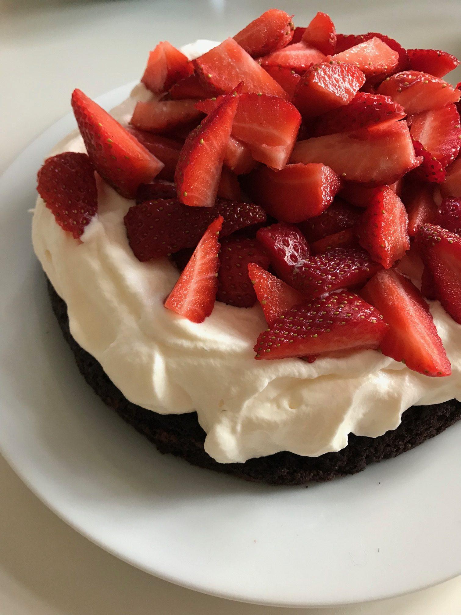 Nem glutenfri choko-jordbær kage til den nemme løsning